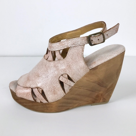 068fae07e2a Very Volatile Sloane Slingback Wedge Sandals Sz 7